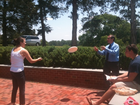 Professor Freedman and Emily Sydnor playing frisbee!
